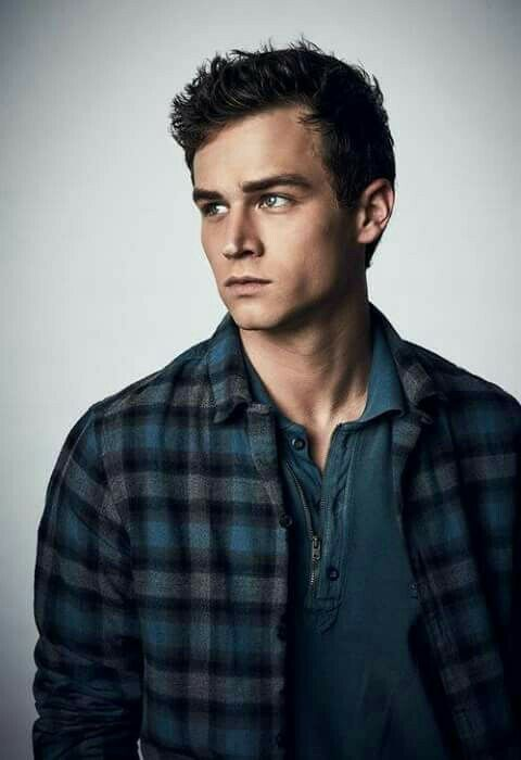 Brandon Flynn height weight