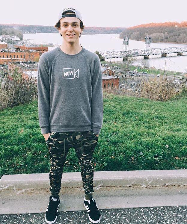Jonah Marais height weight